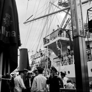 Segelschulschiff MIR an den Landungsbrücken in Hamburg